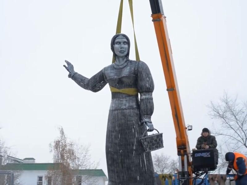 Хтонический памятник Аленке продадут минимум за миллион рублей