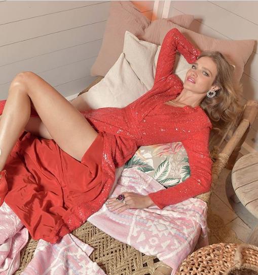 Роскошное платье российской топ-модели Натальи Водяновой впечатлило пользователей Сети