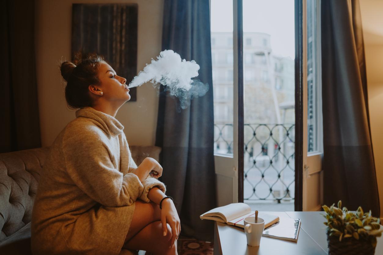 Курильщиков заставят заплатить за потери бюджета. Минфин предложил повысить акцизы на сигареты на 20%