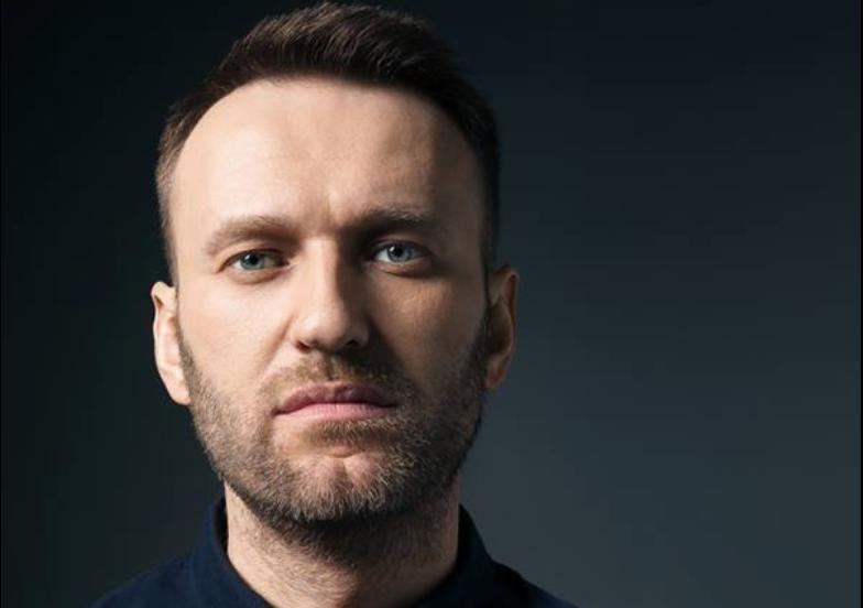 Погибли бы все, кто её трогал. Создатель 'Новичка' прокомментировал появление 'бутылки с ядом' в деле Навального