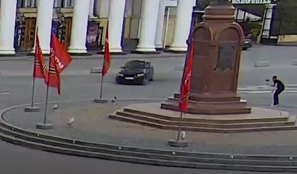 Дрифт на BMW у памятника закончился для волгоградца изъятием номеров и штрафом