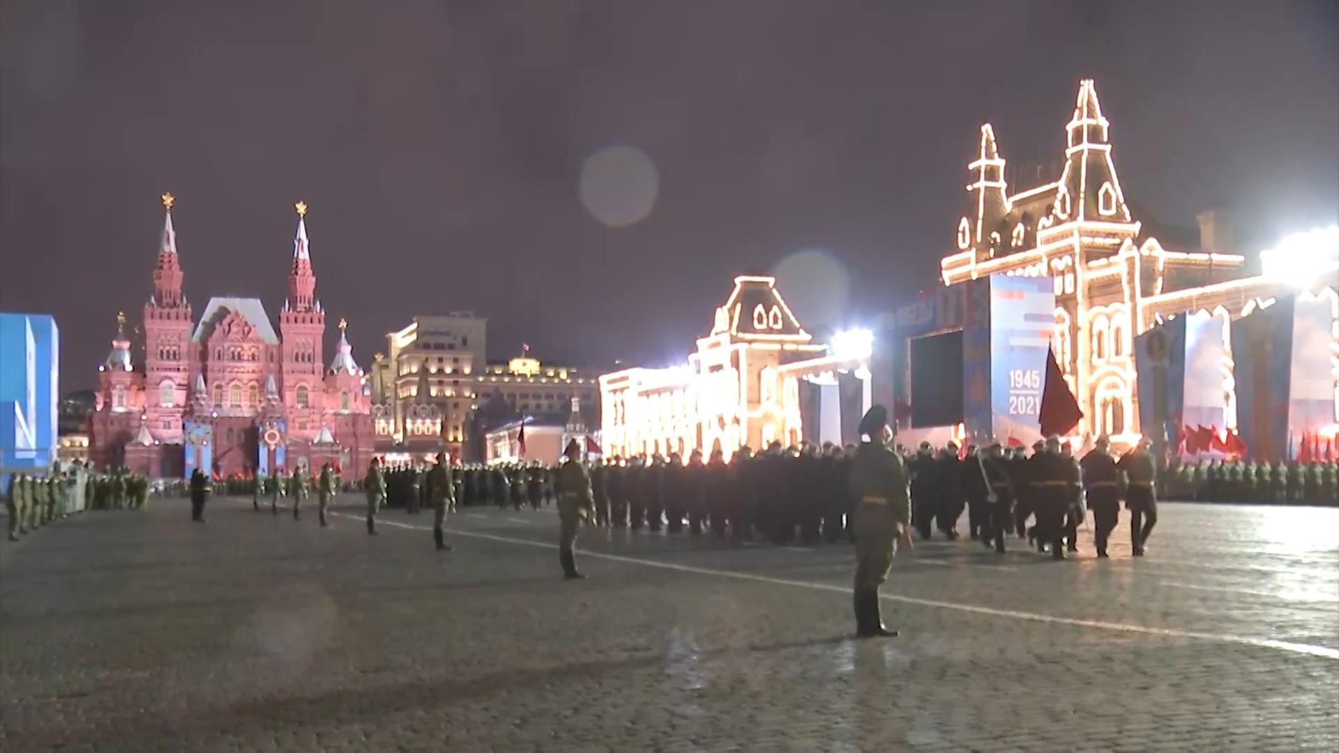 На Красной площади прошла вторая ночная репетиция Парада Победы