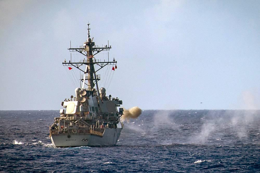 Военные РФ начали следить за манёврами эсминца США в Чёрном море