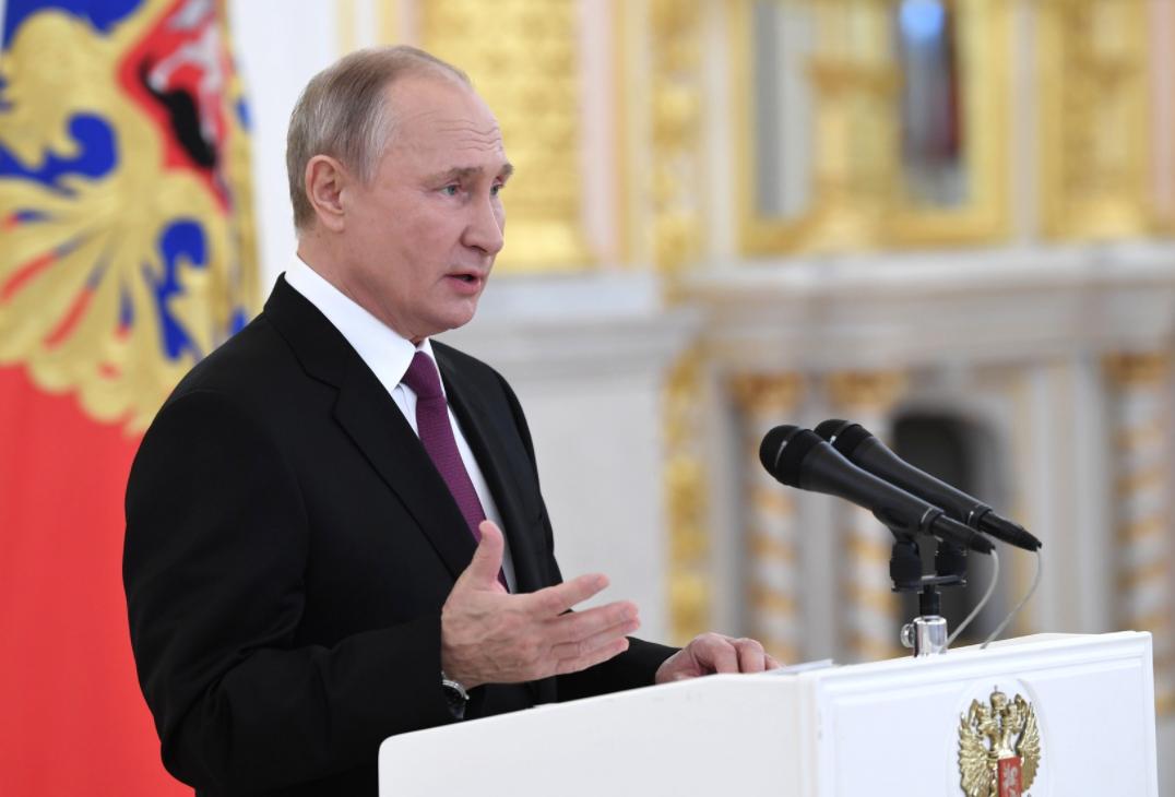Путин поручил восстановить показатели рынка труда к уровню 2019 года